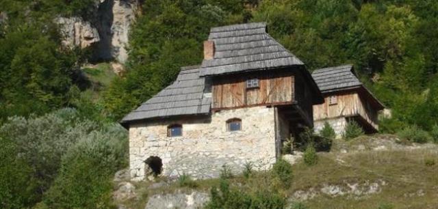 Karadağ ve Sırbistan otantik , sopotnica